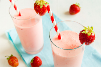 Strawberry, Pineapple and Banana Smoothie recipe